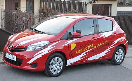 Oklejanie samochodów Kielce - Toyota Yaris Słoneczna Szkoła Jazdy